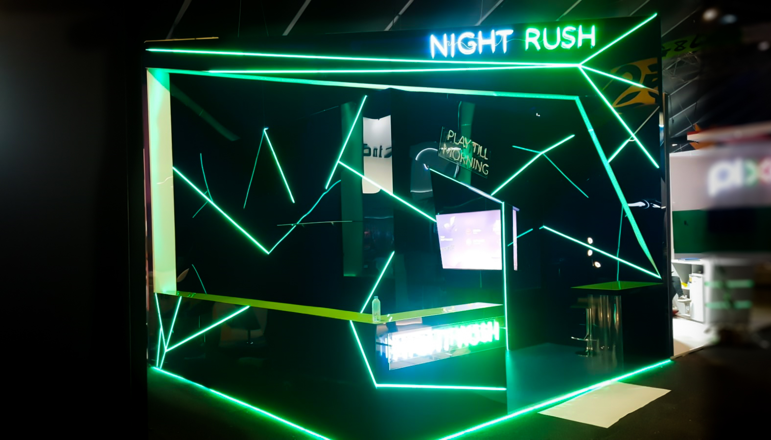 Stand Night Rush